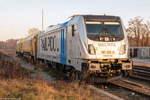 br-187-private/530678/187-310-8-railpool-gmbh-fuer-wahrscheinlich 187 310-8 Railpool GmbH für wahrscheinlich evb logistik, stand mit einem Schienenschleifzug in Rathenow abgestellt. 04.12.2016